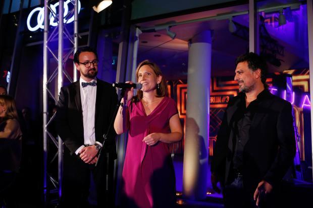 5.000€ für Stiftung Fairchance auf TRUE BERLIN Party von Shan Rahimkhan